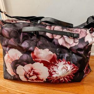 🎉HOST PICK🎉‼️NWOT‼️Floral duffel bag